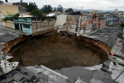 Гватемала трещит по швам
