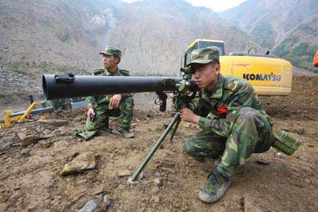 Китайская народная республика форсированными темпами строит дороги на границе с Россией.