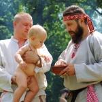В чем разница крещения и имя наречения ребенка?
